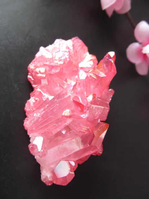 85g único Natural de galvanoplastia de cristal rojo Cluster de cuarzo esqueleto punto varita mineral curación de cristal druse vug espécimen