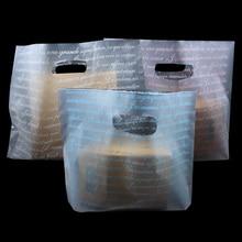 50 stks/partij Matte Clear Plastic Shopping Verpakking met Handvat Gunst Boutique Kleding Gift Zakjes Frosted Pakket Handvat Tassen
