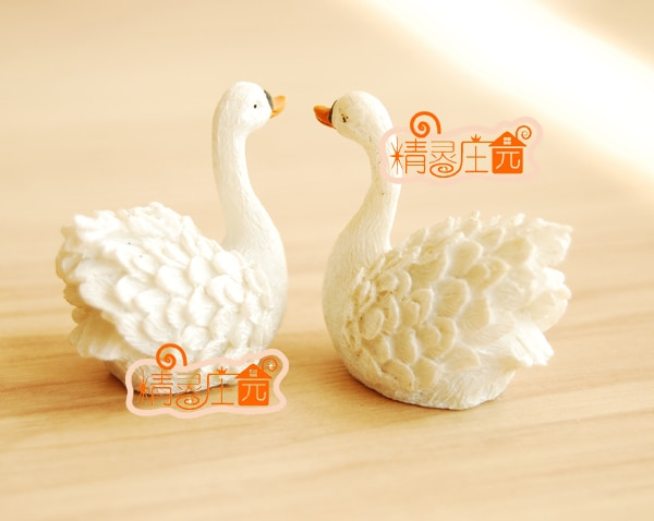 Mini dollhouse  Swan model mini furniture accessories Love beautiful thermal recommended!
