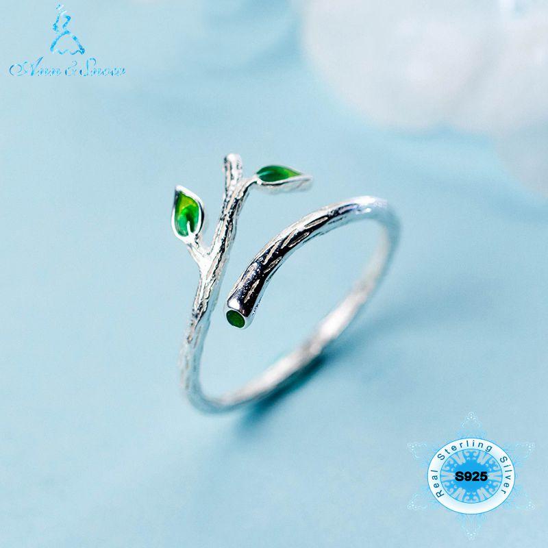 Женское кольцо из серебра 925 пробы открытое в виде ветки дерева с зелеными