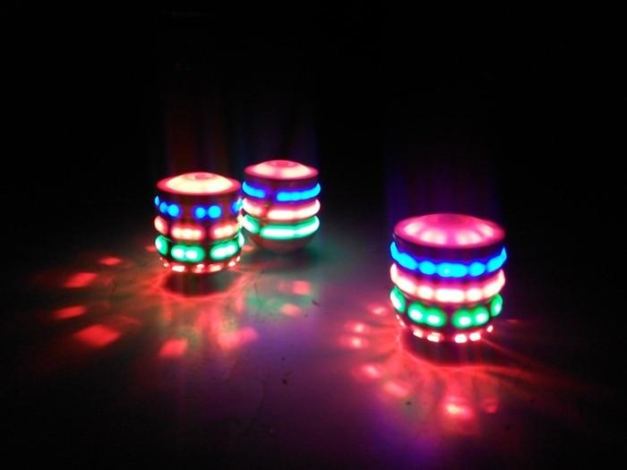 Забавные игрушки Прядильный механизм Brinquedos игрушки для детей светодиодный светильник музыка Лазерная блесна волчок гироскопа классически...