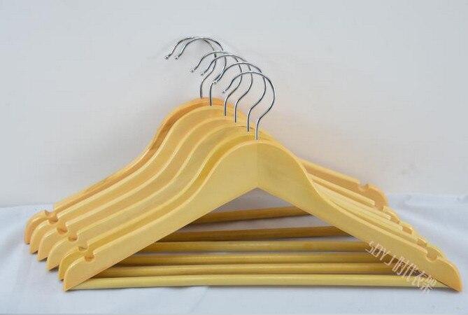 الشحن مجانا! دائم الطبيعي الملابس شماعات خشبية مع السراويل شريط للرجال دعوى متجر