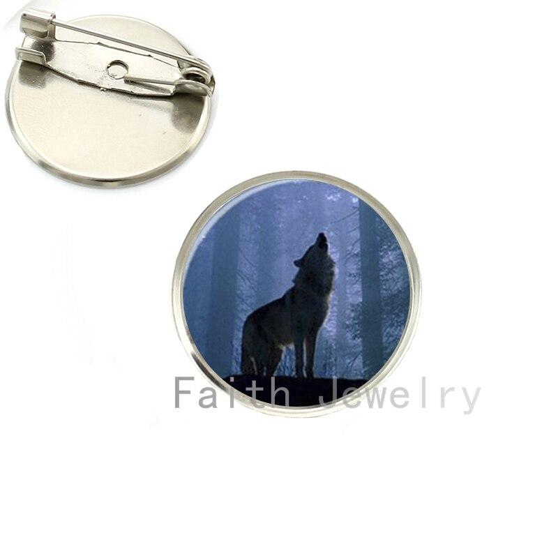 Broche de lobo aullando en la foto de bosque, broches de Arte de luna llena y animal salvaje, joyería de naturaleza salvaje NS036