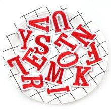 1 مجموعة أحمر وردي أسود أصفر A-Z 26 letes مع قبعة و اللحية DIY بها بنفسك المطرزة بقع الحديد على الكرتون بروش زين التطريز