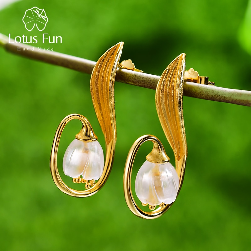 حلي مصنوعة يدويًا من الفضة الإسترليني 925 على شكل زهرة اللوتس المرحة بالكريستال الطبيعي وزنبق الوادي الذهبي للسيدات