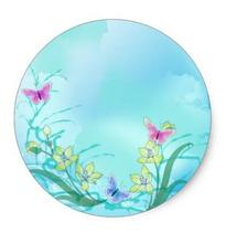 1.5 pouces Whispy bleu avec fleurs et papillons classique autocollant rond