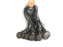 Lot en gros 12 pièces noir tibétain Yak os sculpture spirale tourbillon rond pendentif collier réglable
