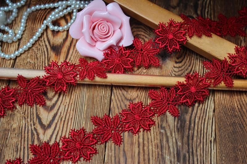 3 cm de ancho (15 yardas/lote) adorno de encaje Soluble en agua con bordado de flores rojas oscuras para decoración nupcial y de prendas de boda