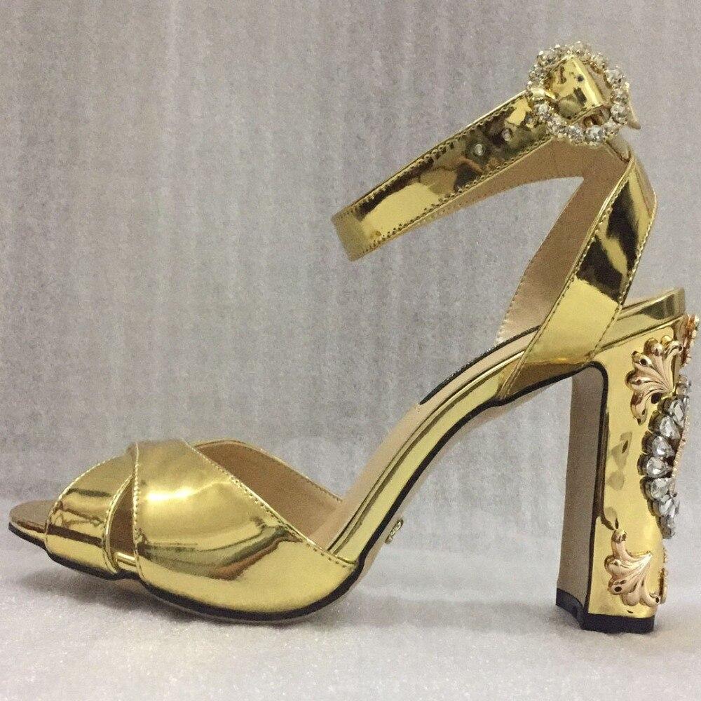 2019 Verão Ouro Sandálias de Salto Quadrado De Cristal Do Dedo Do Pé Aberto Sapatos Personalizados Sapatos De Grife Mulheres