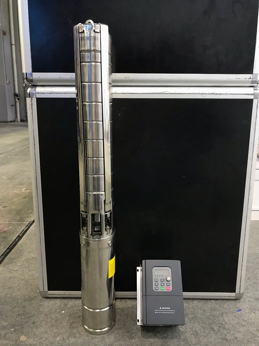 Bomba de motor síncrono de imán permanente solar bomba sumergible 7 T/h 115m bomba solar sumergible MPPT bomba de agua solar