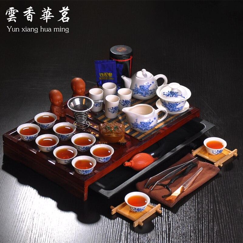 طقم شاي الكونغ فو ، غلاية بورسلين زرقاء وبيضاء ، إبريق شاي سيراميك ، صينية شاي من الخشب الصلب ، حفل