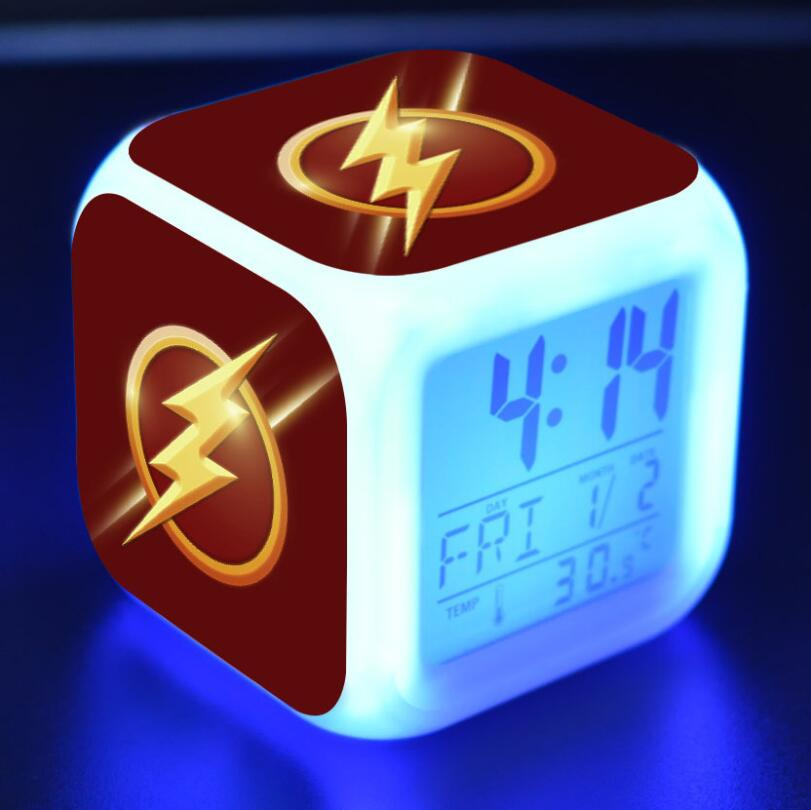 Super héroe Flash figuras de acción LED 7 cambio de colores luz táctil despertador de mesa reloj niños niñas juguetes #3831