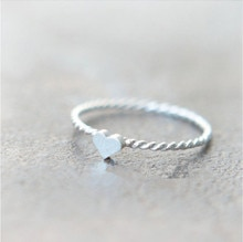 Nouveau mignon pour les anneaux de coeur de torsion de mariage pas cher