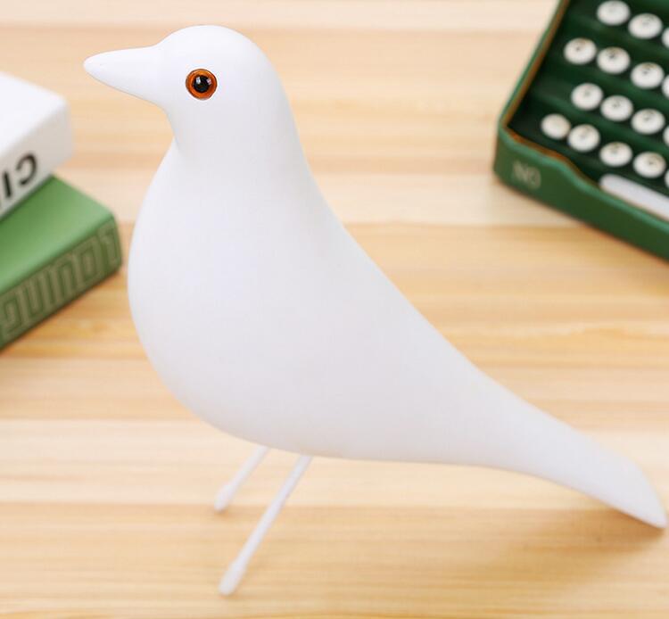 Forma de arte moderno blanco Azul Rojo forma de arte hogar paloma pájaro artesanía familiar TV ornamento estatua de cultura