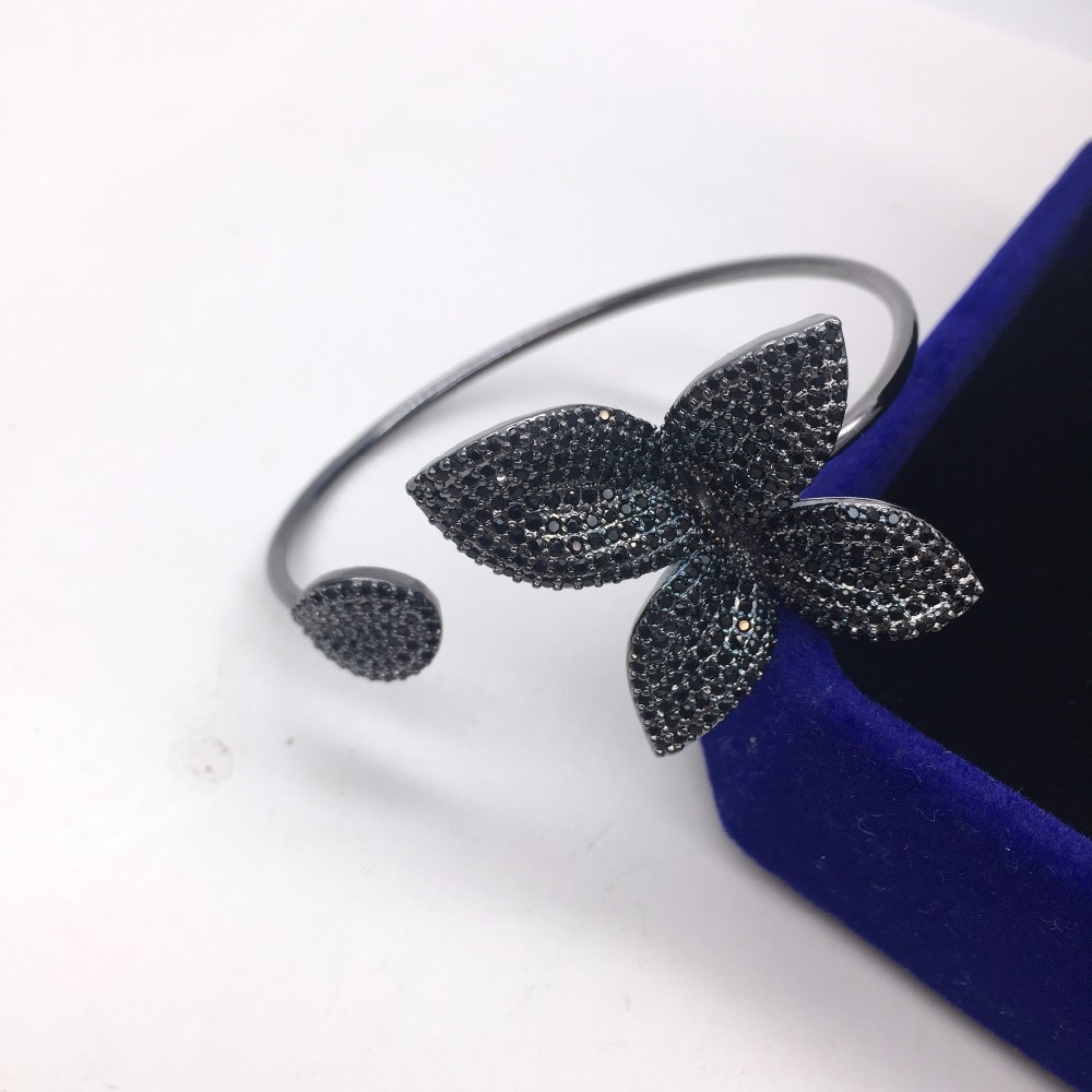 Design da marca de luxo aaa zircônia completa pavimentar configuração grande folha delicada flor em forma de mão aberta manguito bangle para acessórios femininos