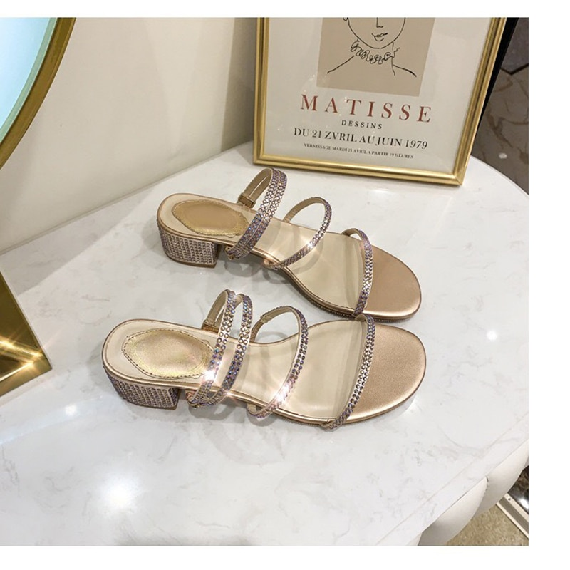 Sandalias de moda Roma de 2019 para mujer, chanclas lisas con punta redonda, hebilla de perlas, calzado informal