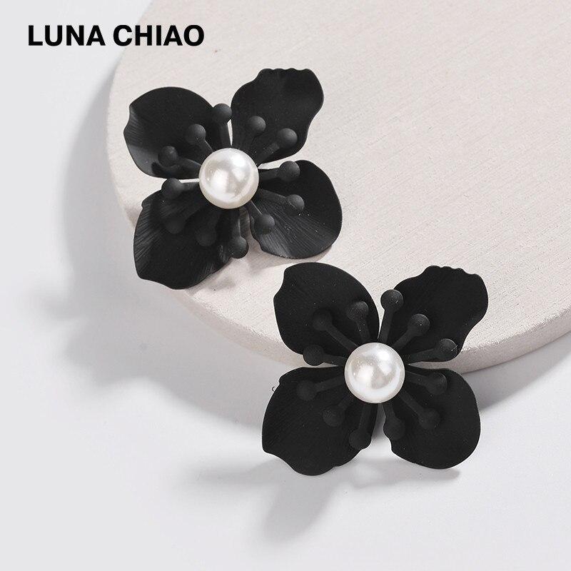 LUNA CHIAO 2018 de recubrimiento en polvo de moda negro pendientes flor floral con perlas, pendientes para las mujeres