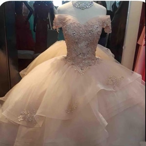 2019 New Ball Gown Quinceanera Dresses Off Shoulder Tiered Tulle Lace Appliques Beads Crystal Puffy Prom Party Gowns Wear