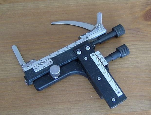 Regla móvil de Metal etapa móvil mecánica Universal con movimiento de dirección X-Y para microscopio biológico con báscula de lectura