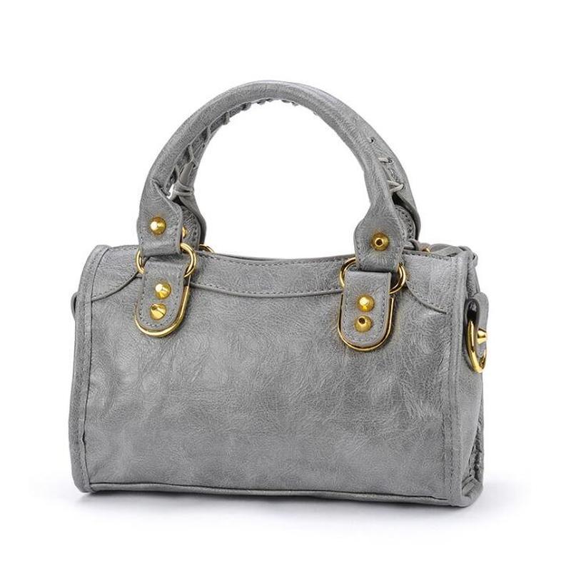 حقيبة دراجة نارية فاخرة بتصميم أوروبي من جلد البولي يوريثان للنساء لعام 2020 حقيبة يد أنيقة بشراشيب حقائب كروس جميلة