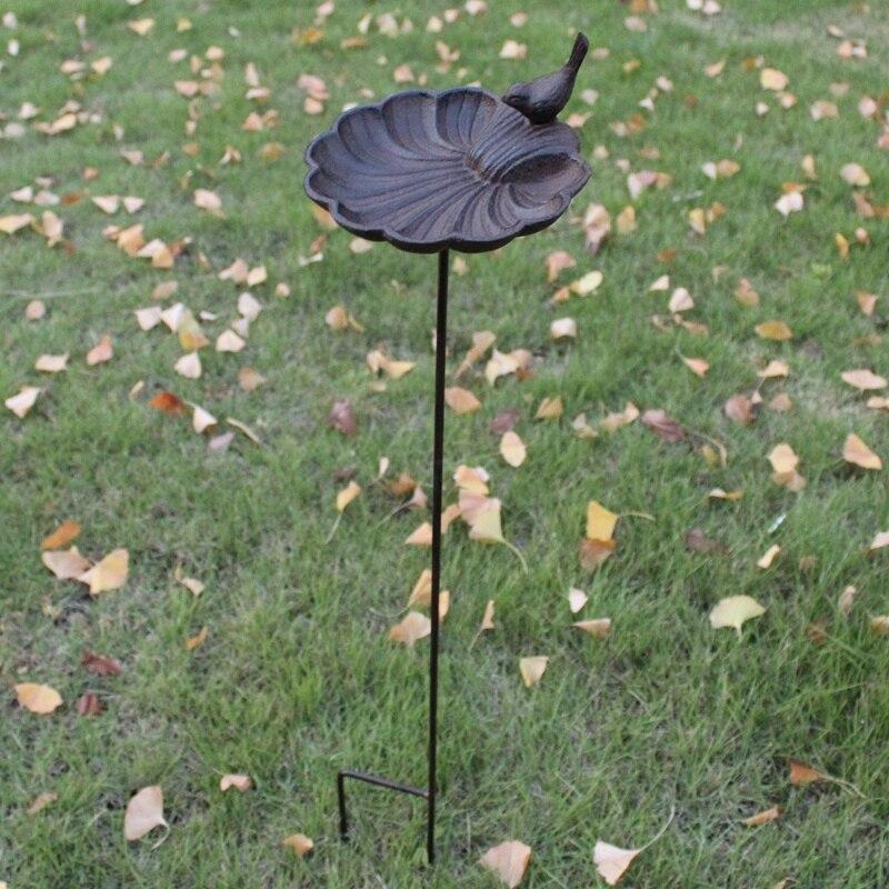 Alimentador de pájaros en forma de concha de pájaro de hierro fundido para decoración del jardín del hogar Vintage europeo con enchufe largo resistente de Metal para baño de pájaros