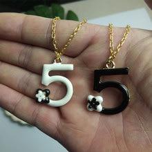 Collar con letras 5, colgante de flores de Camelia y cadena de goteo, regalo blanco y negro para mujer, joyería de moda a la moda