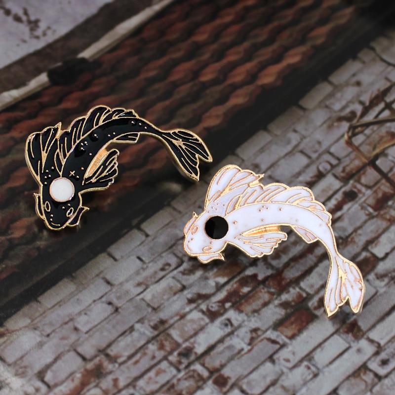Rosa/Blanco/Negro Koi broche lindo pez dorado esmalte Pin Denim solapa pescado badgefamiliar chico regalos de bendición amigos personalidad joyería