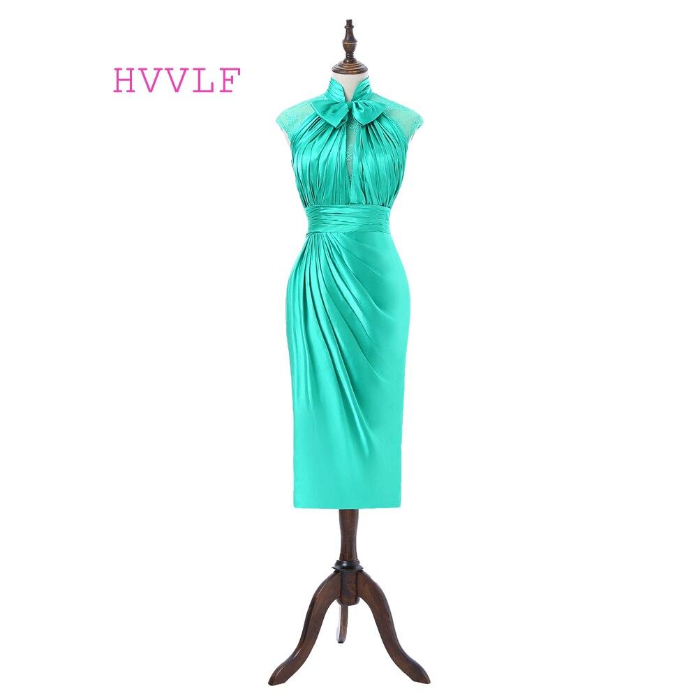 فستان كوكتيل أخضر ساتان ، ضيق ، ياقة عالية ، أكمام ، طول الركبة ، من الدانتيل
