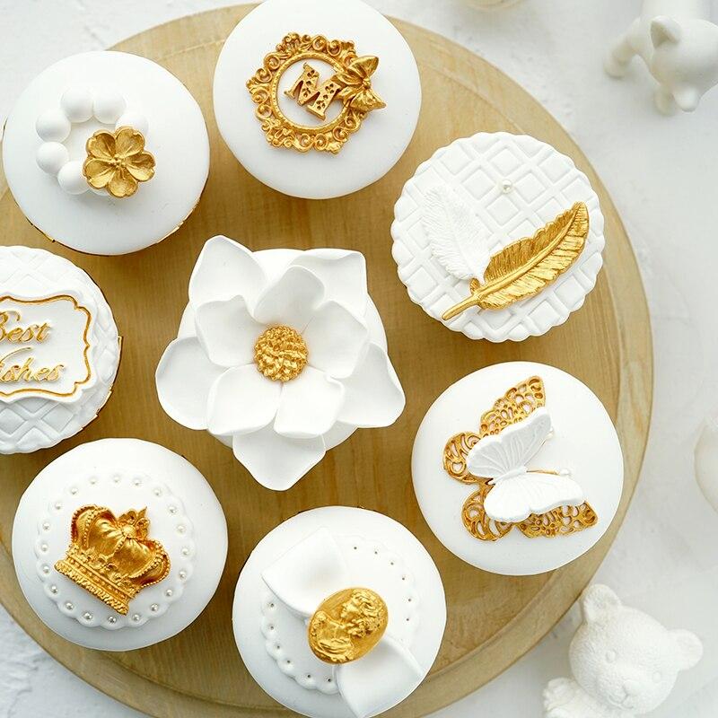 Simulation cupcake Prop golden cup cake Simulation fondant cup cake Brass element