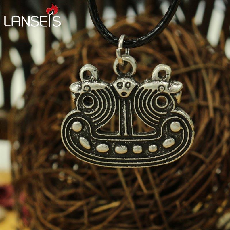 1 Uds. Barco vikingo. Este colgante es un barco vikingo estilizado, originalmente era un broche, eran simbólicos de los vikingos legendarios