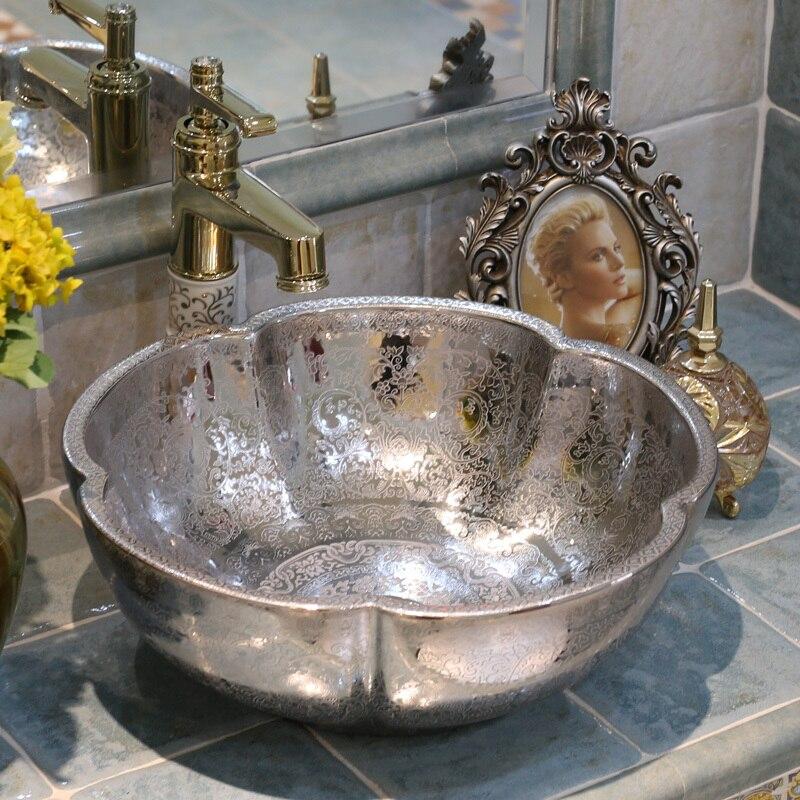 Estilo antiguo, arte europeo en porcelana fregadero, lavamanos de encimera hecho a mano de cerámica, lavabo de baño, encimera de baño plateada de cerámica