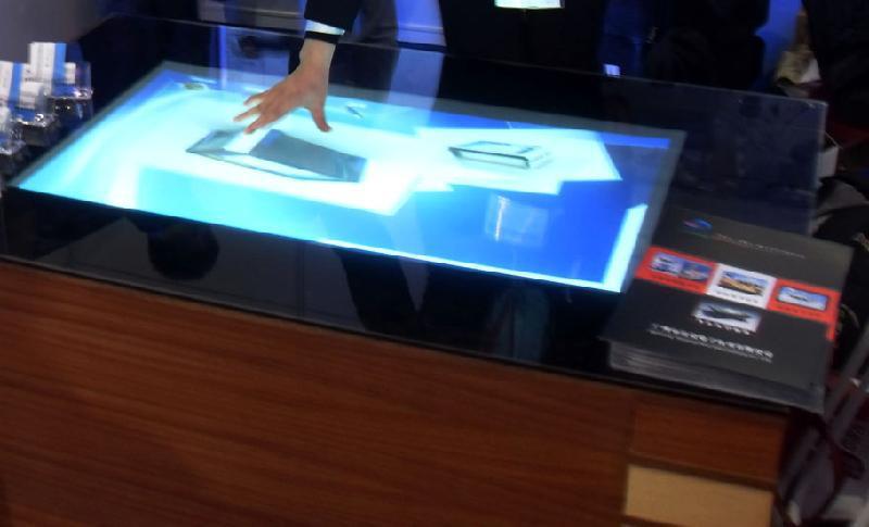 """Na venda! 58 """"lcd transparente folha interativa sensível ao toque para o toque quiosque, mesa etc com verdadeiramente 4 pontos de toque"""