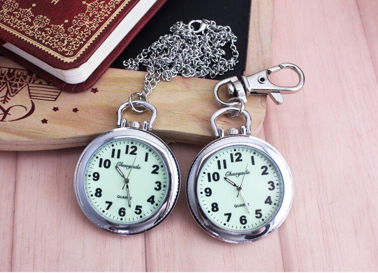 Nuevo Clip de moda enfermera Doctor relojes de bolsillo colgantes cuarzo rojo broche con Cruz enfermeras reloj Fob colgando reloj médico