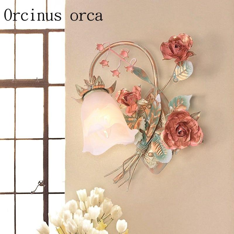 Jardín coreano Pared de flores lámpara balcón dormitorio Rosa lámpara de pared de hierro envío gratis