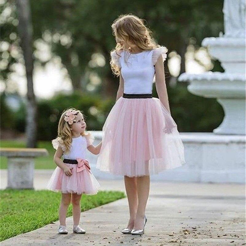 Famille correspondant vêtements 2 pièces à volants T-shirt Tulle Tutu jupe robe mère fille été chaud Bow Patchwork filles vêtements H0428