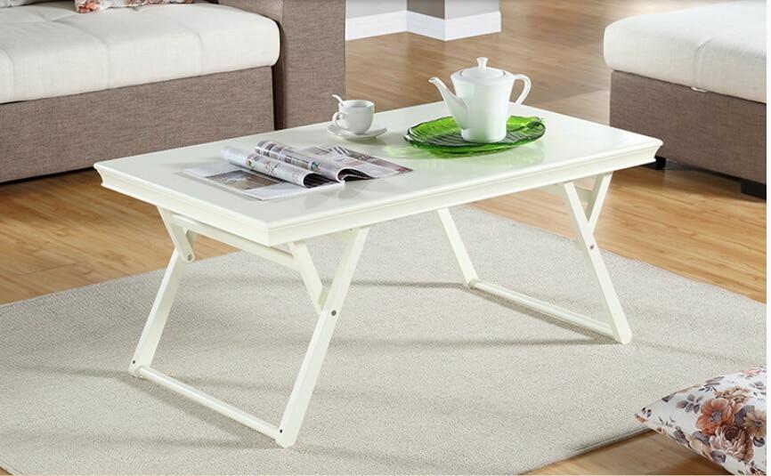 Mesa plegable de madera completamente real .. Escritorio de sala de estar. Familia pequeña y simple moderna. Pequeña mesa de té