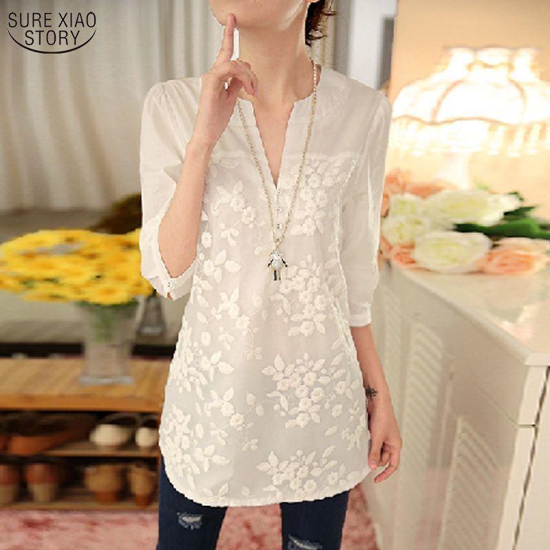 Novedad Verano 2017, blusa coreana para mujer, Blusa con estampado de flores, camisa de Organza bordada con cuello de pico, blusa blanca de encaje, Top de talla grande 56f 25
