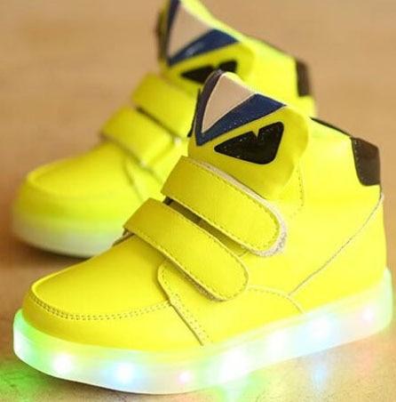 Bebé LED luz niños botas moda Niño Zapatillas Zapatos para niños tenis niñas entrenador casual zapatos planos de cuero luminoso