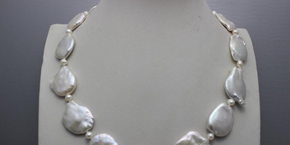 Venta caliente Noble de Envío Libre @ @ @ @ @ blanco en forma de Moneda de agua dulce collar de perlas de 19 PULGADAS un