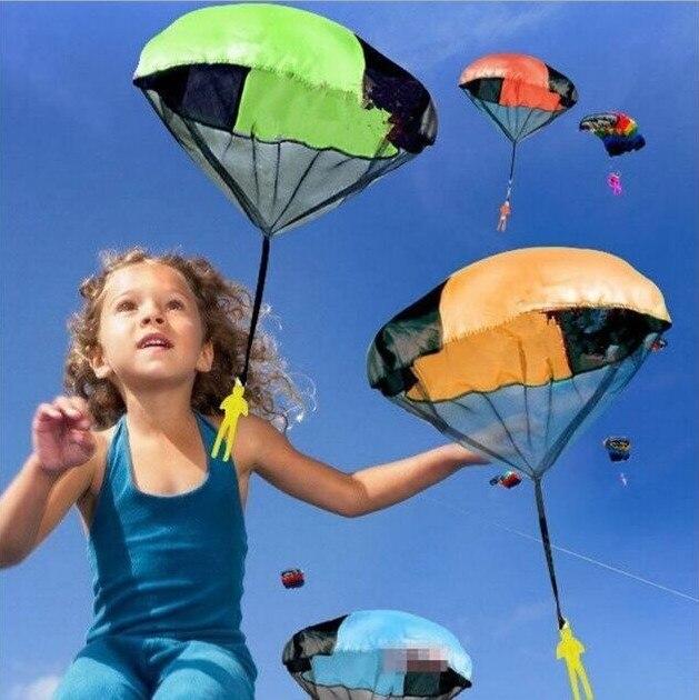 Venta al por mayor, 20 piezas de juego, paracaídas de juguete para lanzar a mano con figura de soldado, deportes divertidos al aire libre para niños