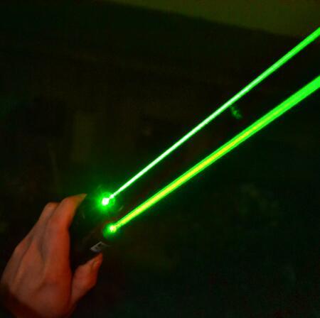 Súper potente puntero láser verde 500000m 532nm LED de alta potencia Lazer linterna presentador fósforo ardiente pluma láser 301