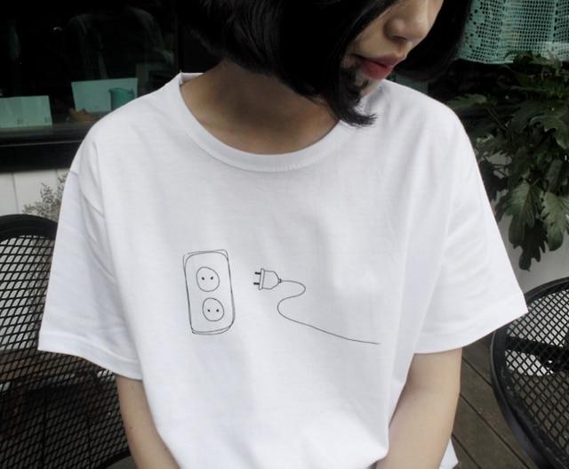 Plug and socket camiseta gráfica harajuku kawaii camisa japonesa mujeres moda camisetas tops grunge estética cita Camisa de algodón goth