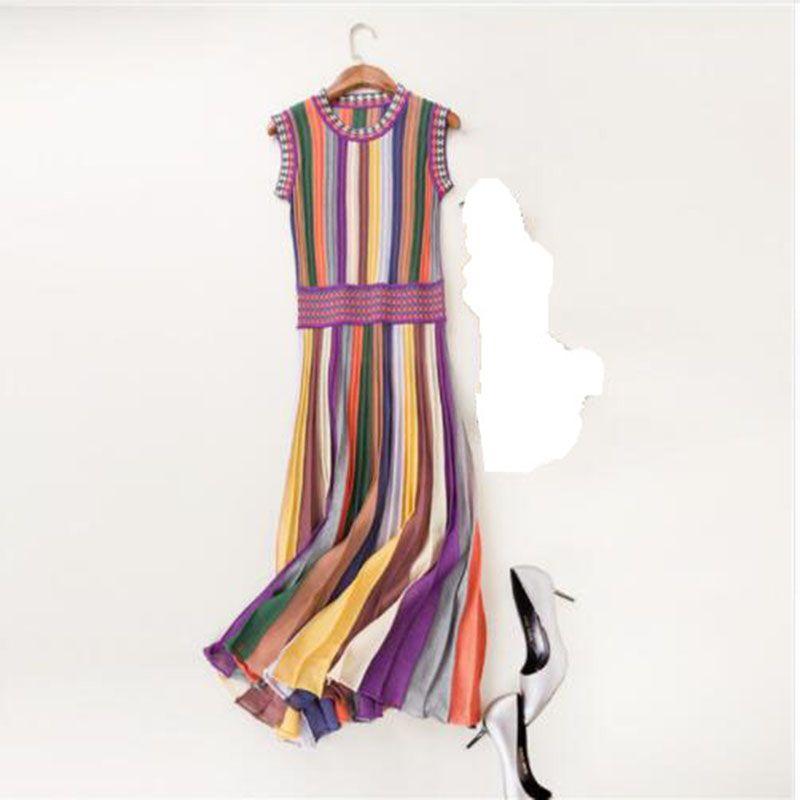 Venta caliente verano moda mujer ropa de punto Arco Iris rayas suéter vestido cuello redondo sin mangas media pantorrilla plisado casual vestido