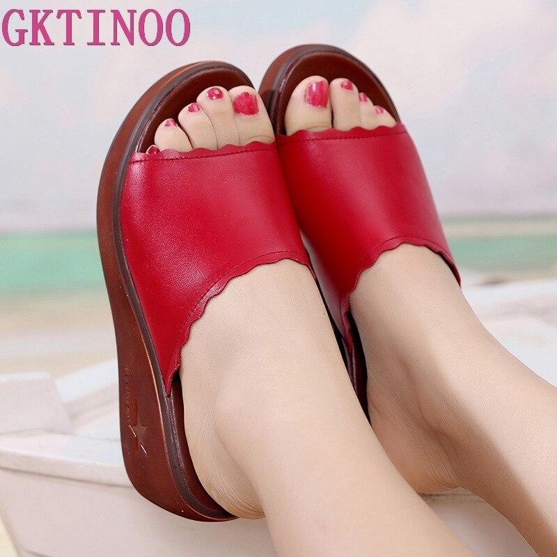 GKTINOO Offene spitze Leder Plattform Schuhe Sommer Hausschuhe Frau 2020 Medium Ferse Keile Gleitet Frauen Strand Pantoffel Plus Größe 33-43