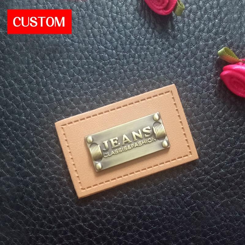 Etiquetas principales de cuero de PU de metal personalizadas con logotipo grabado en relieve para coser en ropa de fábrica