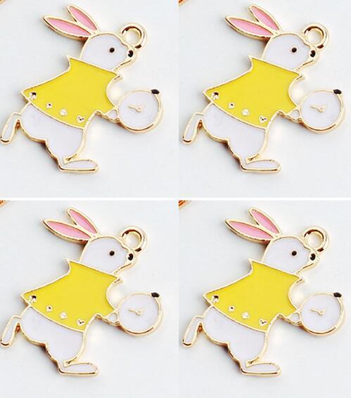 Nouveau 50 pièces dessin animé lapin Alice au pays des merveilles pendentifs bricolage fabrication de bijoux parti faveurs jouet C-51
