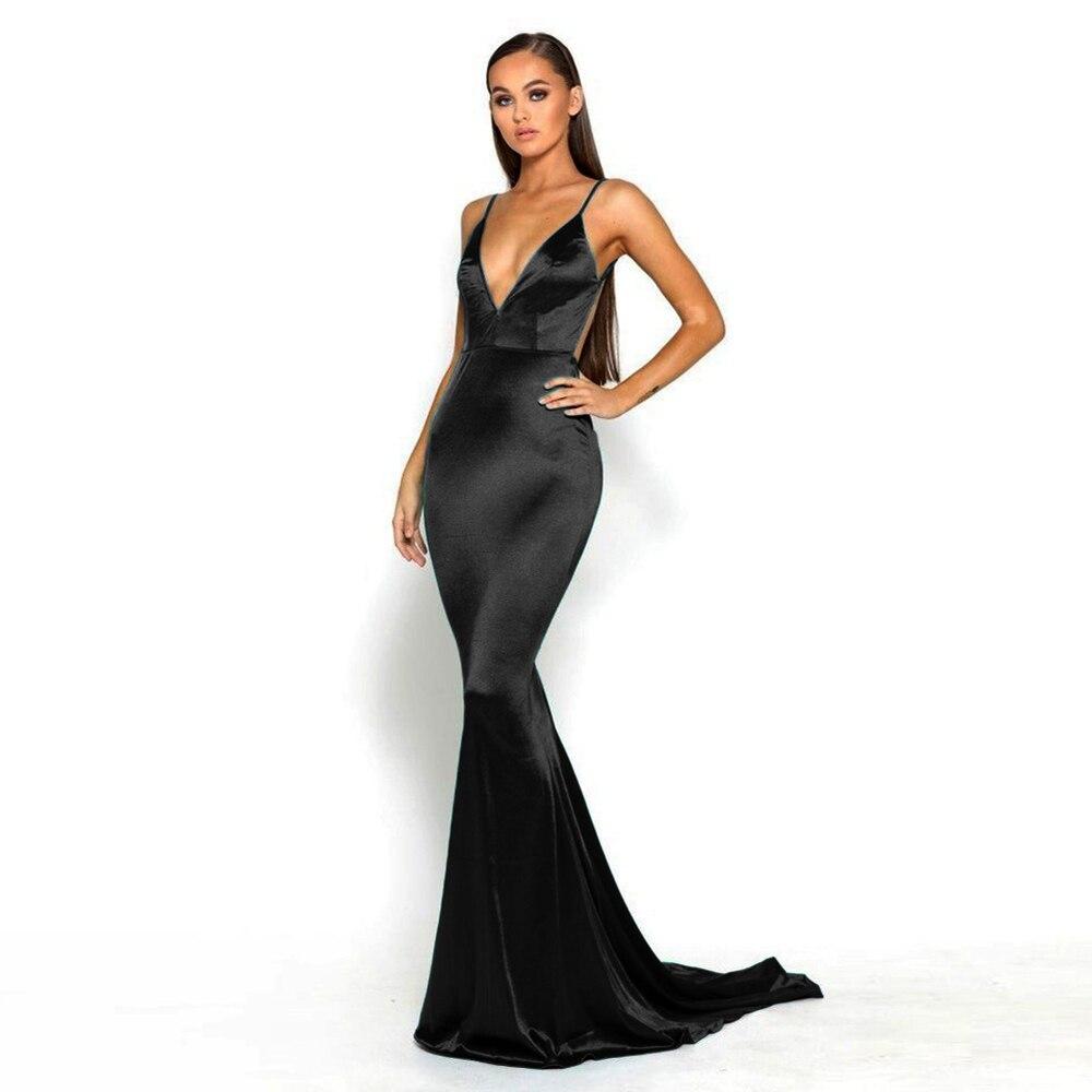 فستان سهرة من الساتان الأسود ، ظهر مفتوح ، بلا أكمام ، ياقة عميقة على شكل V ، طول الأرض ، مبطن ، قابل للتمدد ، لحفلات الزفاف