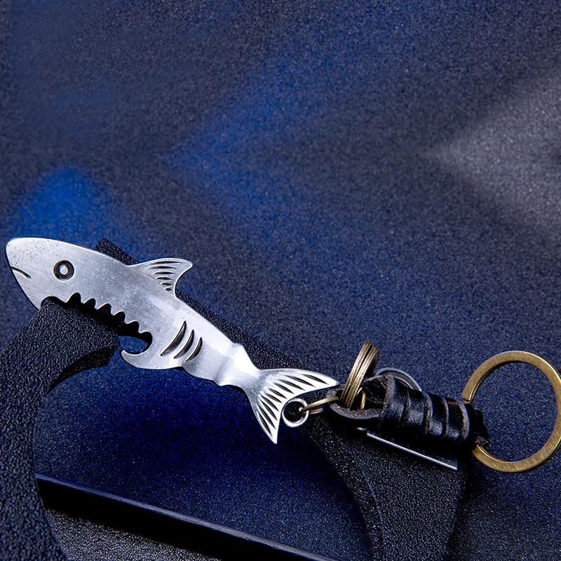 2017 fashion high quality shark tooth opener Mens Key Chain Car keyChains bag pendant Key Rings Keyrings Souvenirs  wholesale