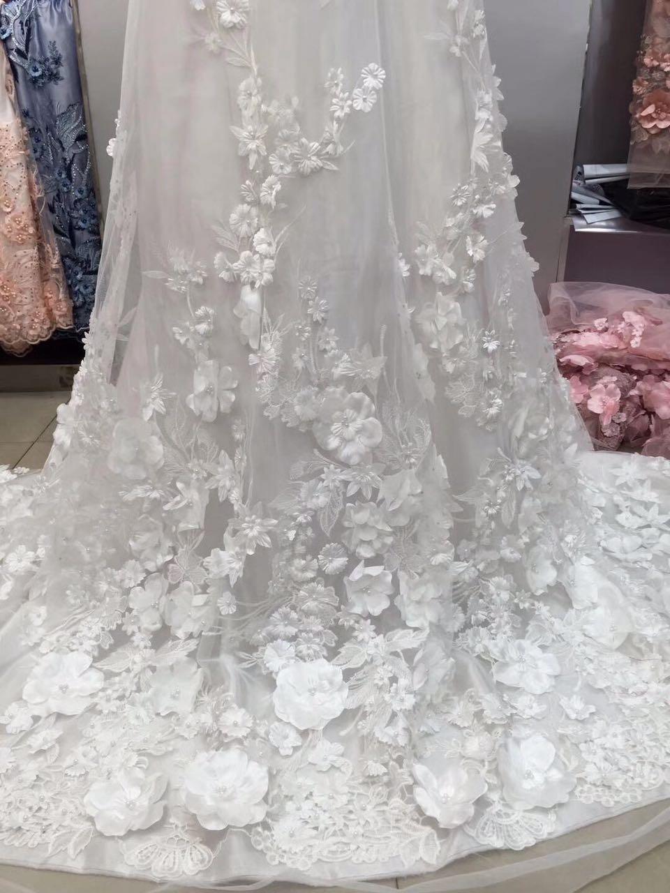1 yarda de tela de encaje 3D de tul bordado blanco con flores rosadas, tela de encaje nupcial de flores 3D