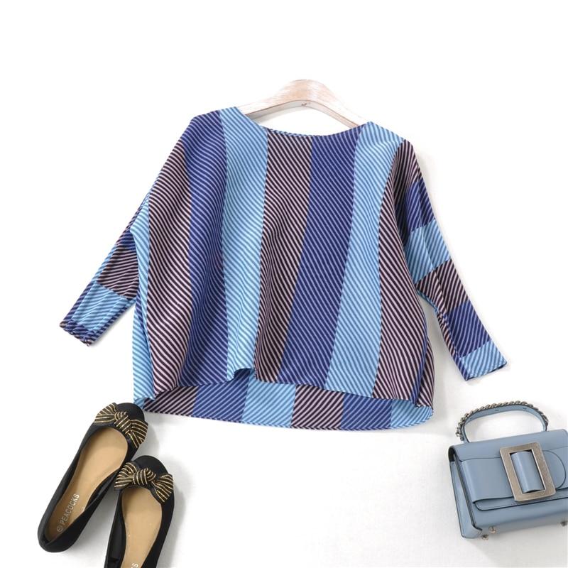 Camiseta plisada Miyake de talla grande a la moda con raya ancha y pliegues para mujer